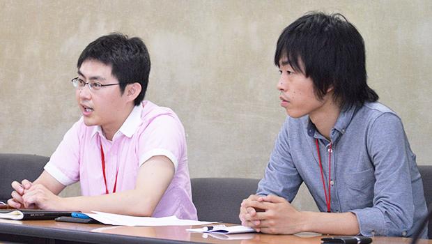 会見する藤田氏(左)と川村氏