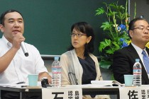 都内で開かれた認定社会福祉士誕生記念講演・シンポジウム。左から石飛氏、佐伯氏、久木元氏。