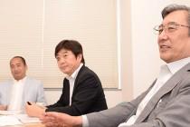 (左から)雄谷良成氏、宮田裕司氏、浦野正男氏