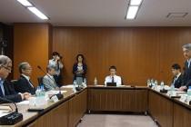 あいさつする橋本公博・国交省住宅局長(右)