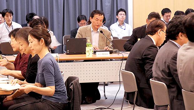12月中の閣議決定に向け議論が進む障害者政策委員会。中央は石川准委員長