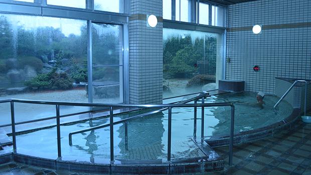ラドン含有の椿温泉の大浴場
