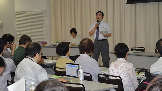 中間集計の結果を報告する長谷川教授