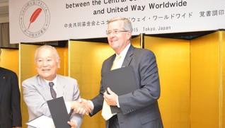 斎藤会長(左)とギャラガ−CEO