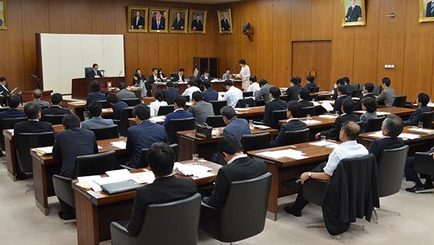10項目の付帯決議が読み上げられた(7月29日)