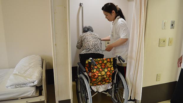 1年後には1人介護で居室のトイレで排便できるようになった