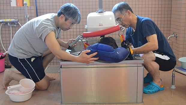体と頭を洗った後に浴槽に入る