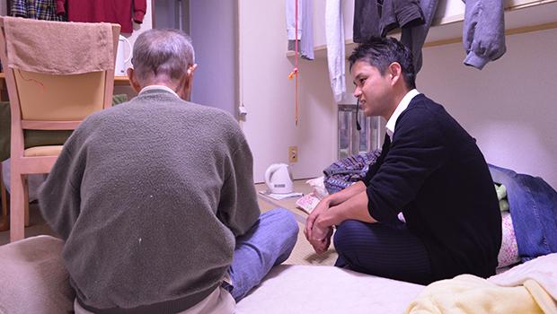 木村さんは今も男性の自宅を訪れる