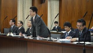 利用促進法を所管することになり、答弁する 加藤勝信・内閣府担当大臣(中央)