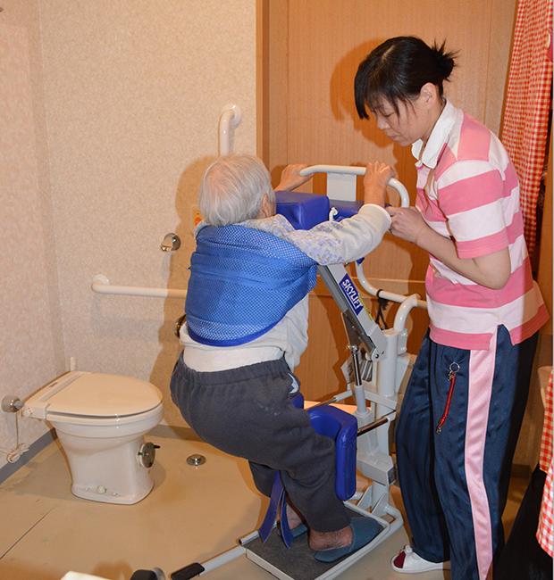 スタンディングリフトはトイレ移乗で活躍