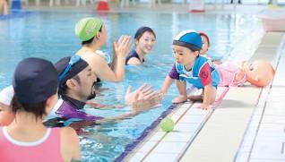 温泉プールは赤ちゃんから高齢者まで利用する