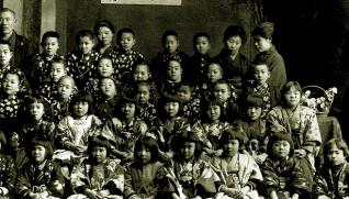 創設まもない東北育児院(弘前愛成園)。左上端が佐々木五三郎