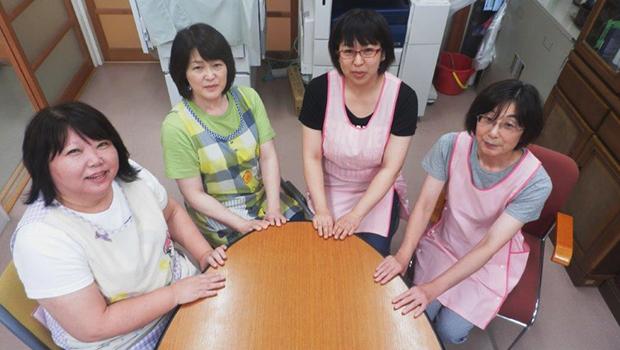 伝統を受け継ぐベテラン保育士たち(左から佐々木和恵、虻川公美子、木村美幸、黒沢郁子の皆さん)