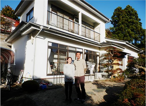 一戸建ての住宅を借り切って子どもたちと住む 「かりんの家」の藤田副園長と妻の直子さん