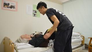 体圧分散マットレスやクッションで安楽な寝姿勢を保持する