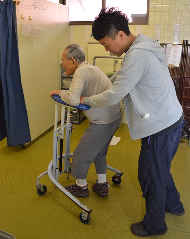 歩行器を使い自立度を高める