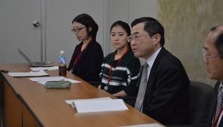 和解を厚生労働省で報告する小林さん(左から3人目)
