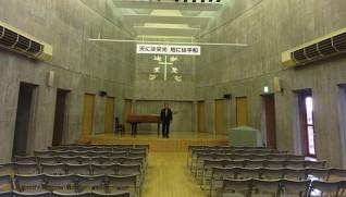 毎週日曜の朝、鈴木院長がキリスト教の言葉を話す「丘の家ホール」