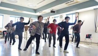 平塚市のご当地体操。港地区福祉村は「ふれあい交流」の一つとして親睦を深めている