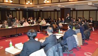 神奈川県本庁舎の大会議室で開かれた審議会