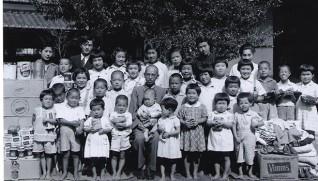 ララ物資に笑顔の園児たち(1947年9月)