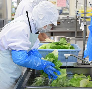 生野菜は次亜塩素酸水で殺菌し手洗い